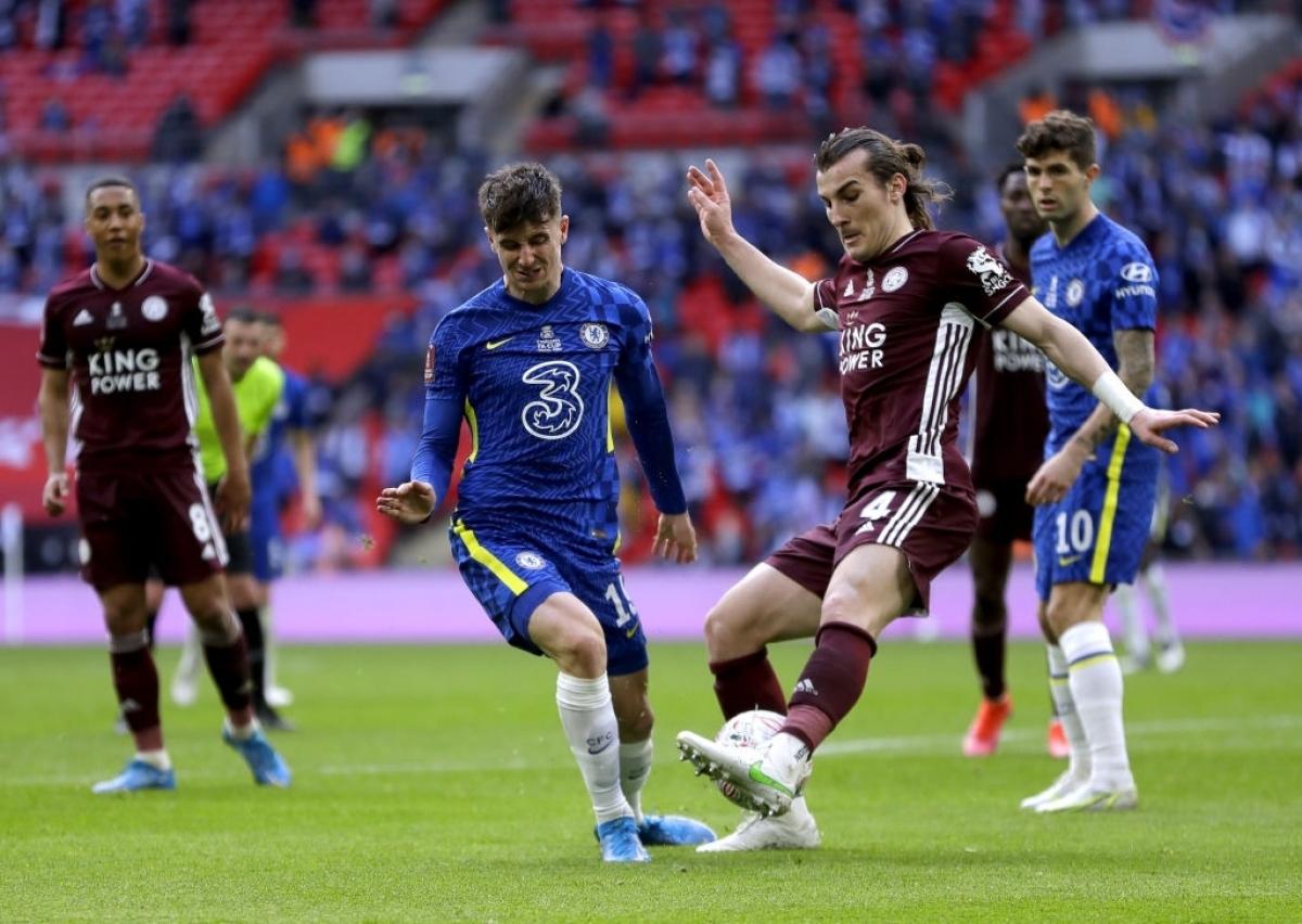 """Sau khi có bàn mở tỉ số, Leicester City áp dụng chiến thuật """"đổ bê tông"""" khiến Chelsea vất vả trong việc tìm kiếm bàn gỡ."""