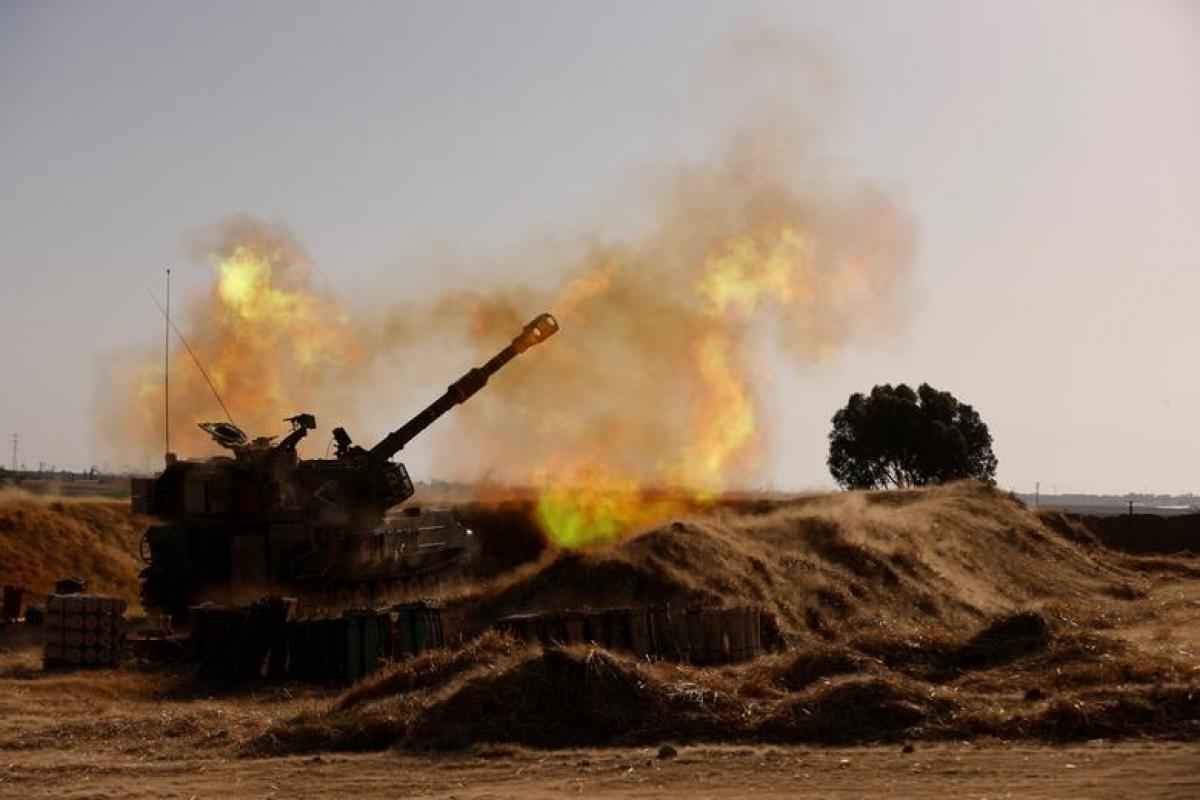 Đơn vị pháo binh Israel áp sát biên giới với Dải Gaza. Ảnh: Reuters