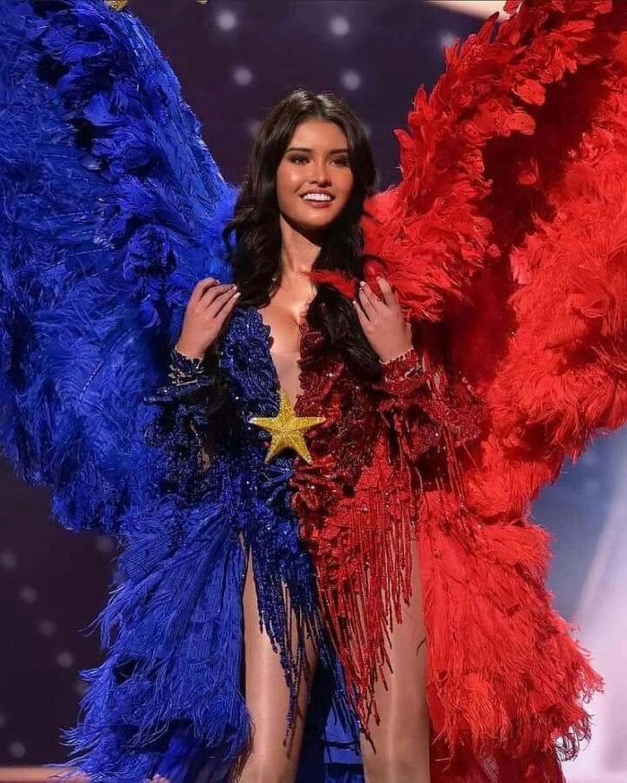 Trang phục dân tộc của đại diện Philippines làm gợi nhớ đến các thiên thần Victoria's Secret. Ảnh: Instagram