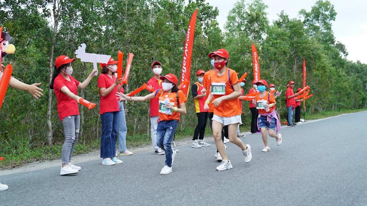 Tự hào Việt Nam khắp muôn phương, được bạn bè quốc tế chào đón, khẳng định bản lĩnh và tầm vóc Việt.