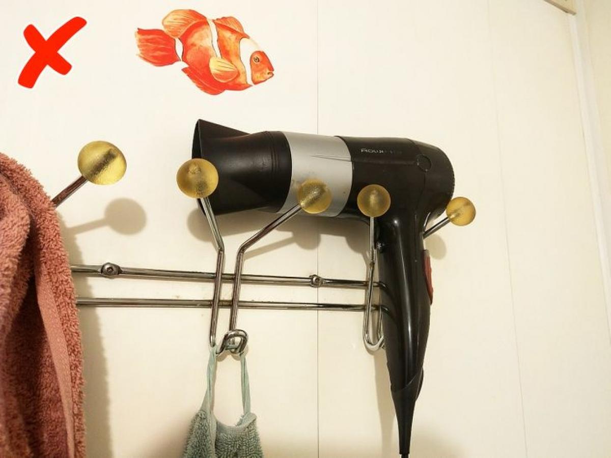 Máy sấy có thể chập cháy, gây giật điện nếu bạn đặt và sử dụng chúng trong nhà tắm.