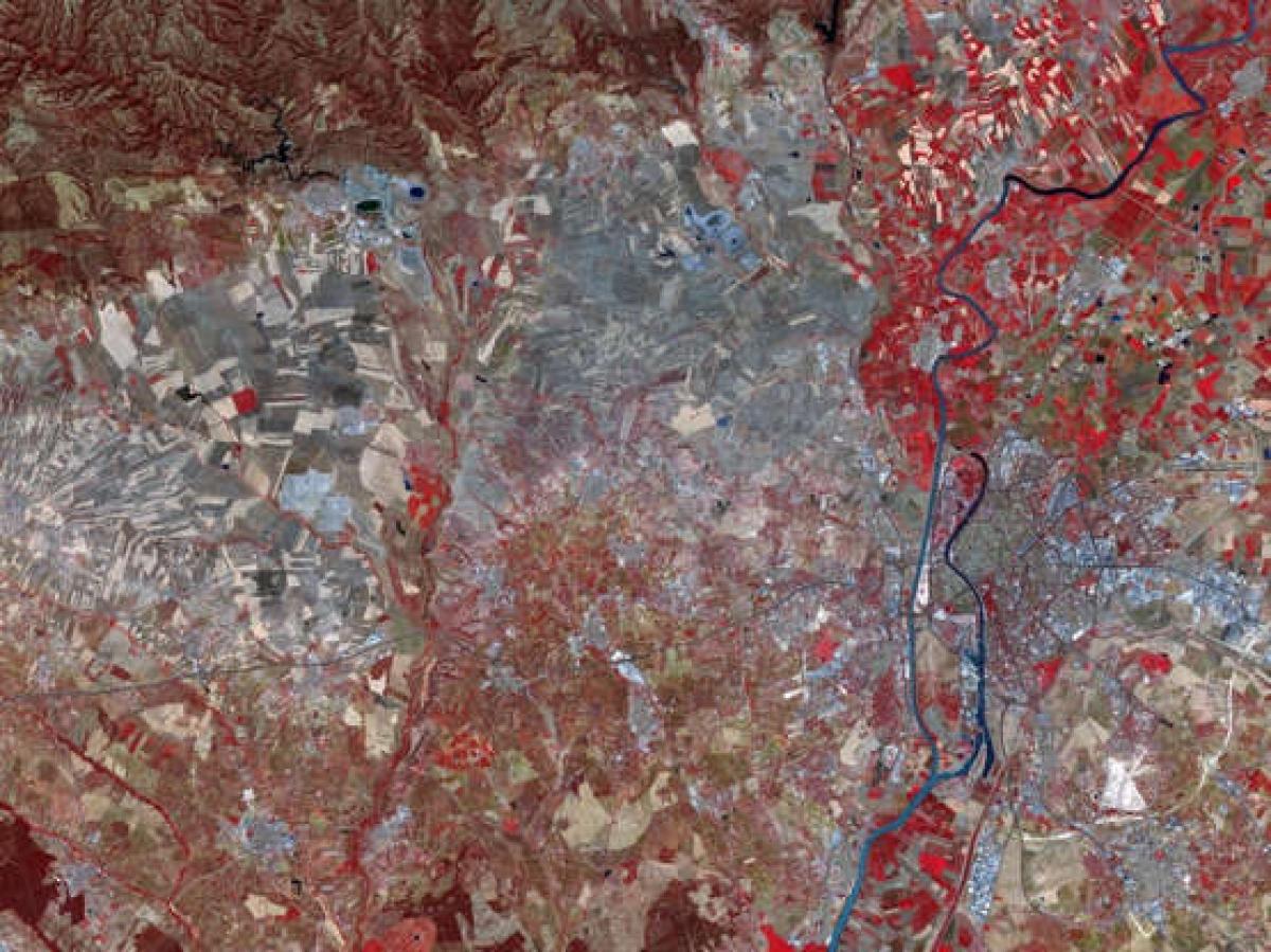 Đây không phải hình ảnh vệ tinh của sao Hỏa hay bề mặt một hành tinh nào đó ngoài vũ trụ mà là cảnh tượng những đồng bằng của Tây Ban Nha khi nhìn từ trên cao.