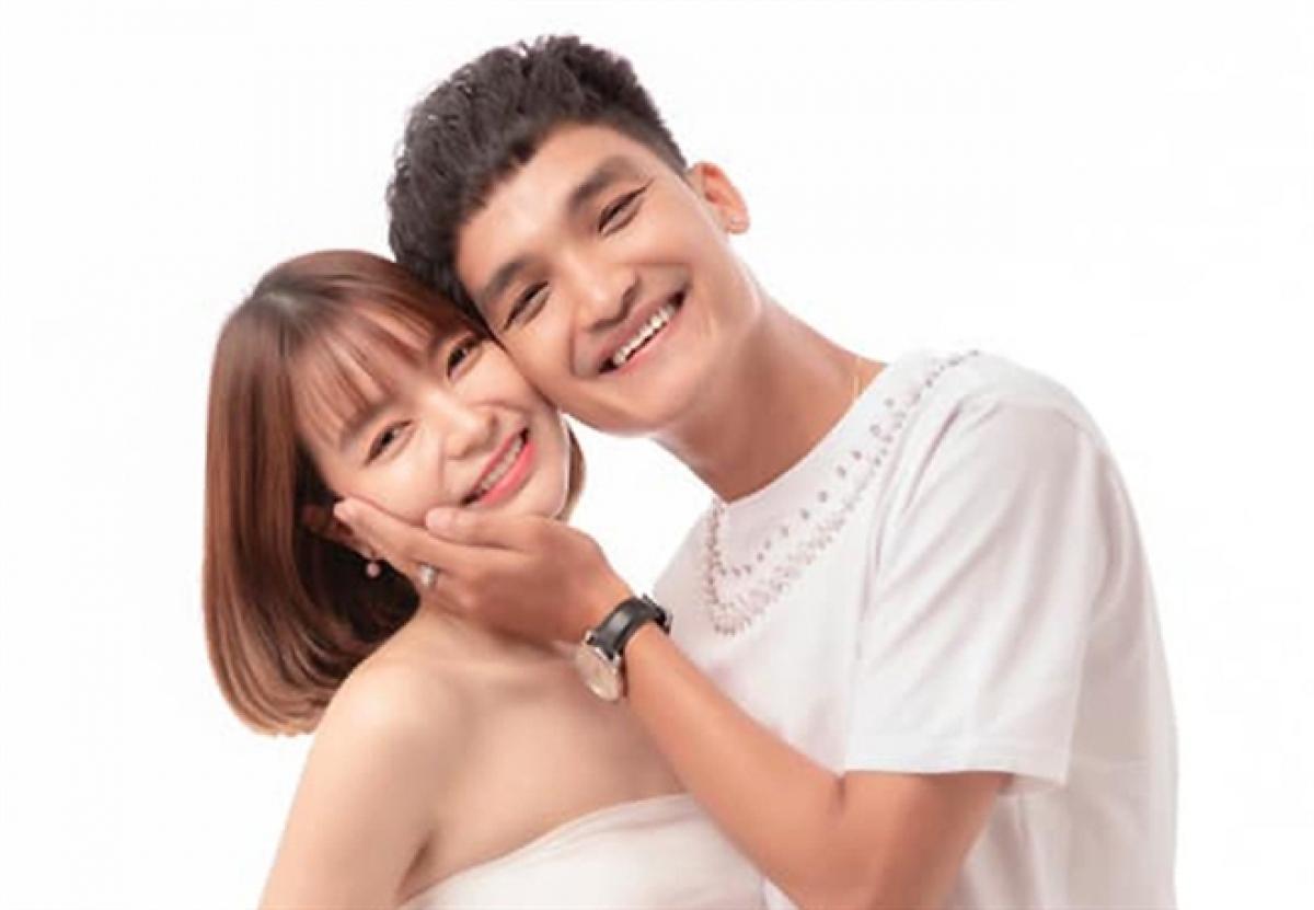 Diễn viên Mạc Văn Khoa và Thảo Vy dự định tổ chức hôn lễ vào năm 2020. Tuy nhiên, thời điểm ấy dịch COVID-19 lại bùng phát, sau đó, Thảo Vy mang bầu nên cả hai quyết định lùi thời điểm tổ chức đám cưới.