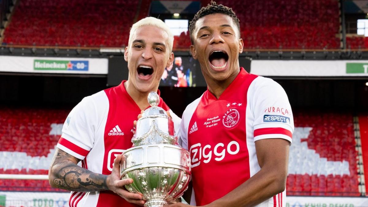 Ajax lập cú đúp quốc nội ở mùa giải này khi thắng Vitesse 2-1 để lên ngôi ở Cúp Quốc gia Hà Lan.