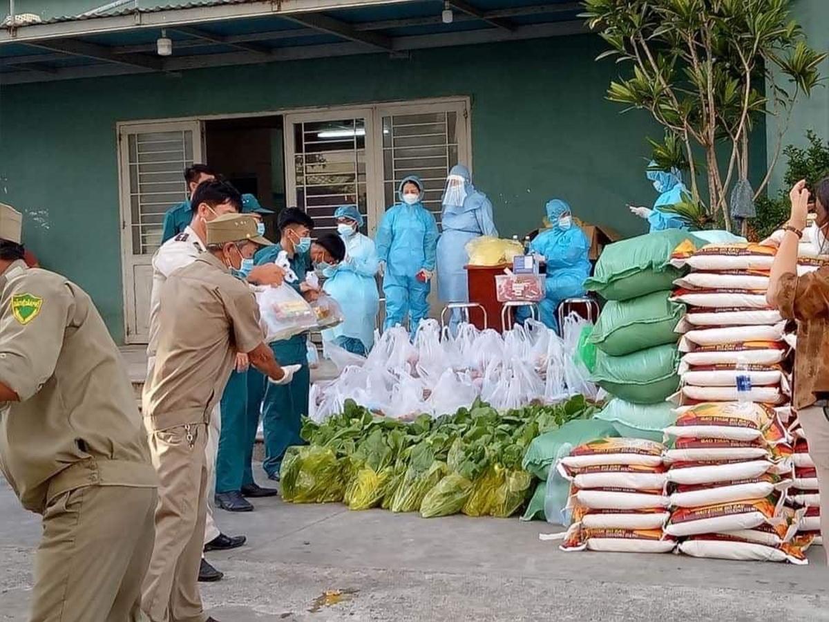 Phường Nại Hiên Đông, quận Sơn Trà hỗ trợ lương thực khu chung cư bị phong tỏa