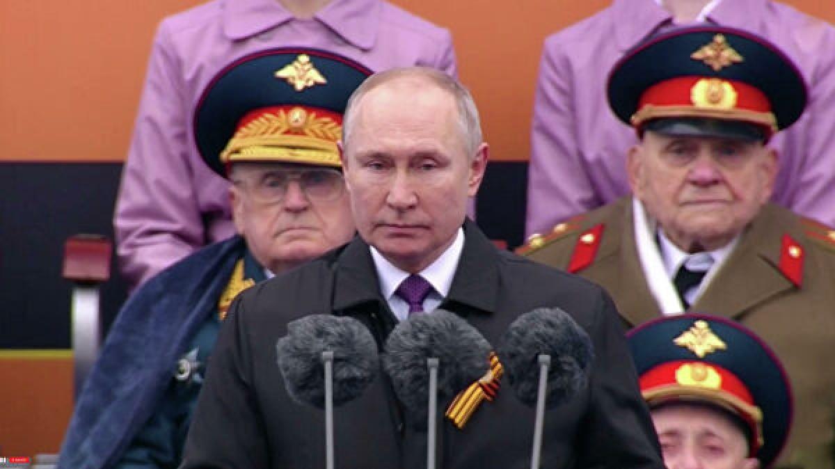 Tổng thống Nga V.Putin phát biểu tại lễ duyệt binh.(Nguồn: Rianovosti)