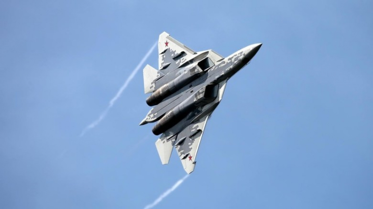 Tiêm kích tàng hình Su-57 được nhiều khán giả chờ đợi tại lễ duyệt binh.