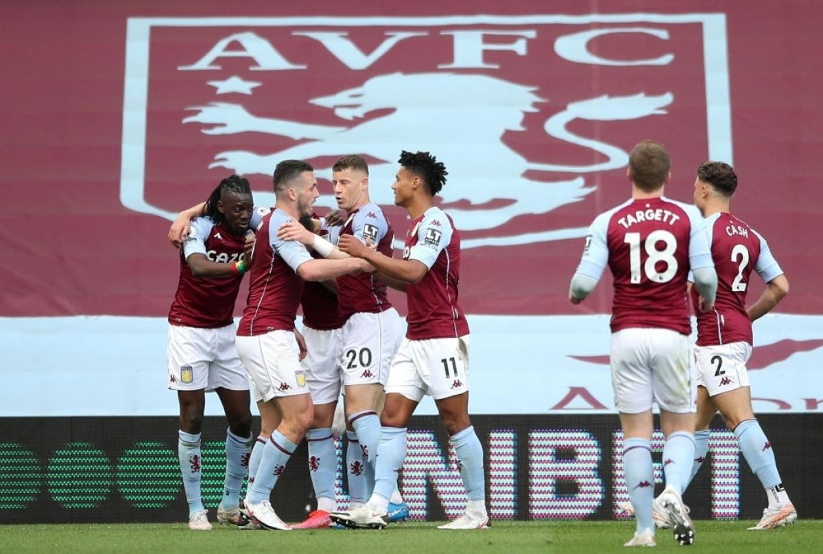 Phút 24, Traore bên phía Aston Villa có pha xử lý đầy ngẫu hứng trong vòng cấm địa của MU sau đó tung cú dứt điểm rất khó để đánh bại Henderson, mở tỉ số trận đấu.