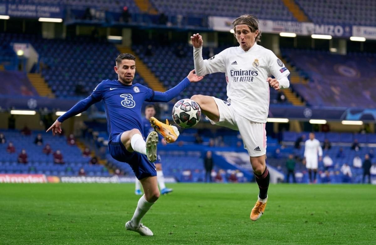 """Trong hiệp thi đấu thứ 2, HLV Zidane tung Federico Valverde và Marco Asensio vào sân để cải thiện khả năng tấn công của """"Kền kền trắng"""". Tuy nhiên, Chelsea vẫn chơi rất tốt, đặc biệt là ở khâu phòng ngự, khiến đội khách bế tắc."""