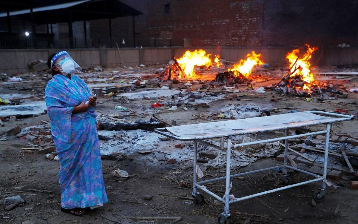 Một bãi hỏa táng bệnh nhận Covid-19. Ảnh: Reuters.
