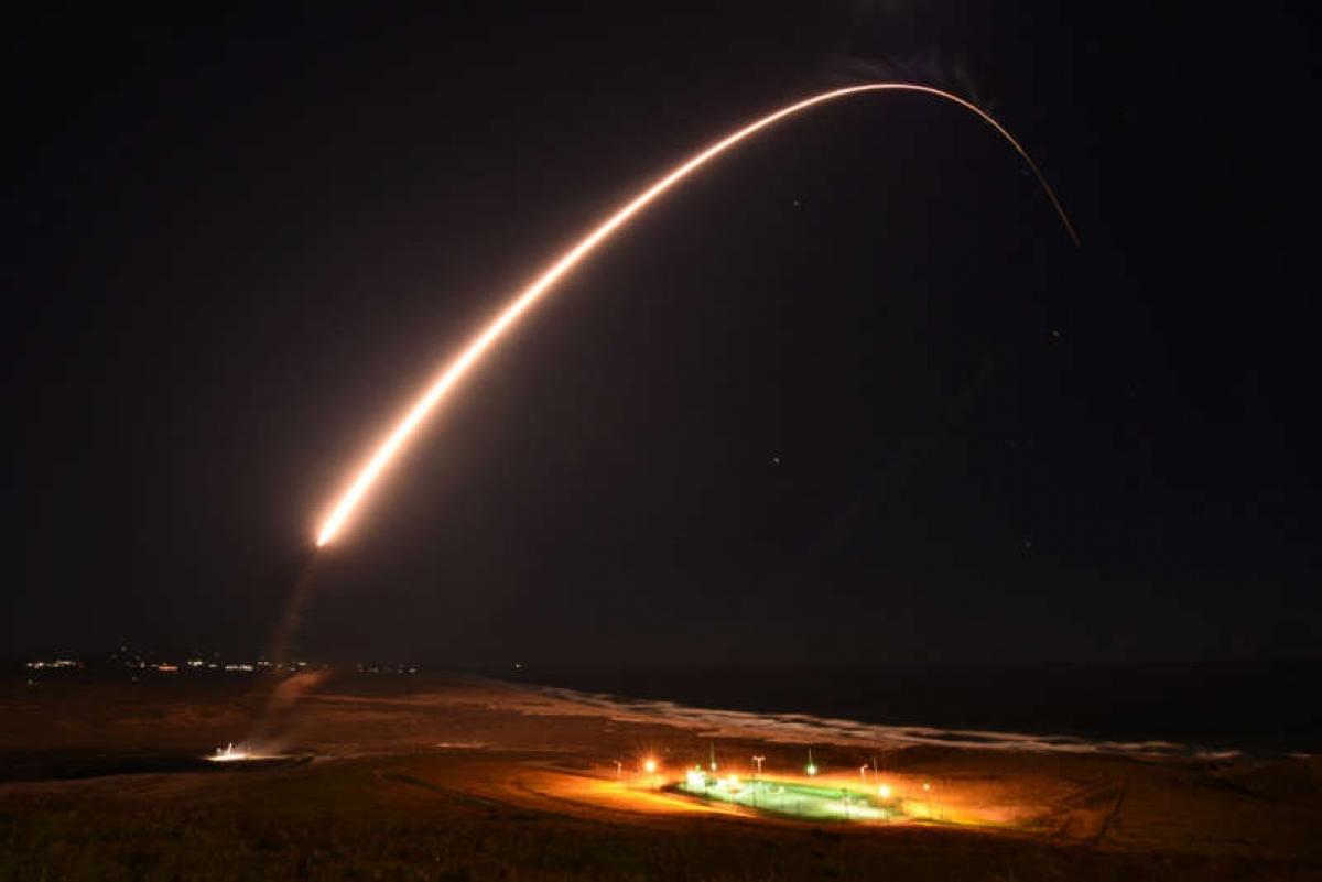 Thử nghiệm phóng tên lửa đạn đạo liên lục địa (ICBM) Minuteman III ngày 23/2 ở Căn cứ Không quân Vandenberg tại California, Mỹ. Ảnh: Lực lượng Không gian Mỹ