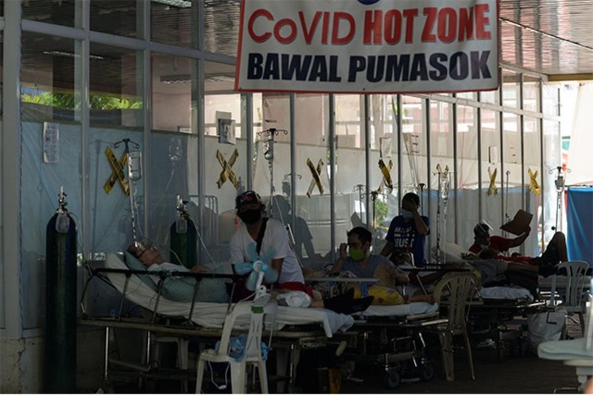 Bệnh nhân điều trị Covid-19 ở Phillippines. Ảnh: Reuters.