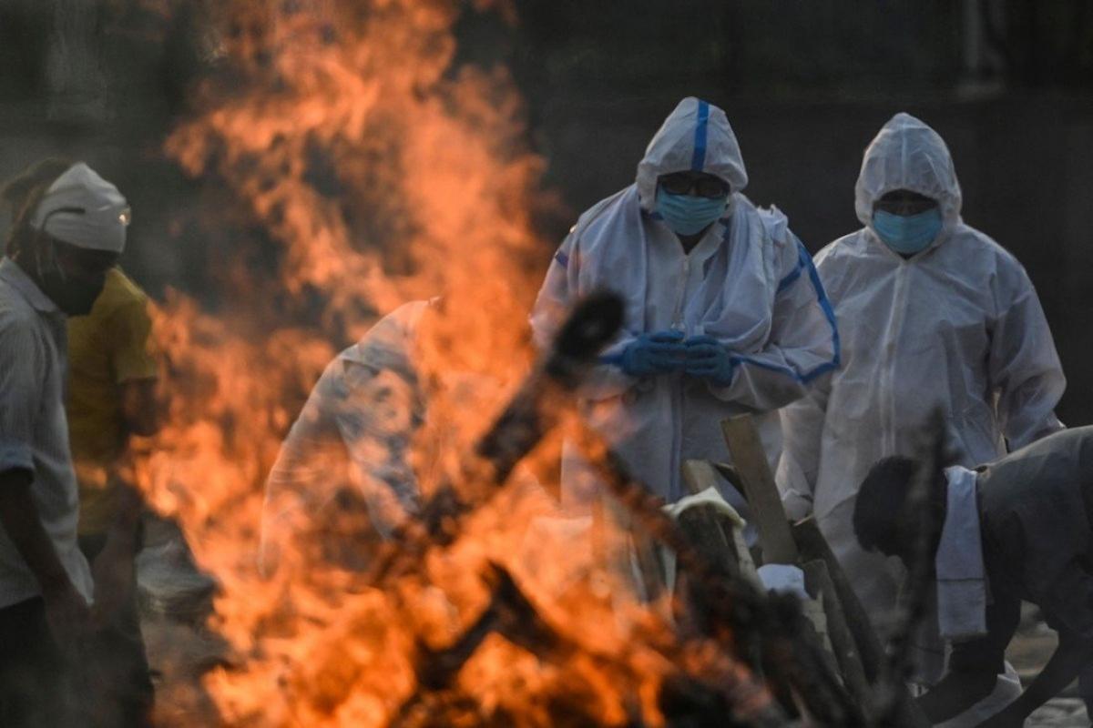 Một địa điểm hỏa táng bệnh nhân Covid-19 ở New Delhi, Ấn Độ. Ảnh: AFP