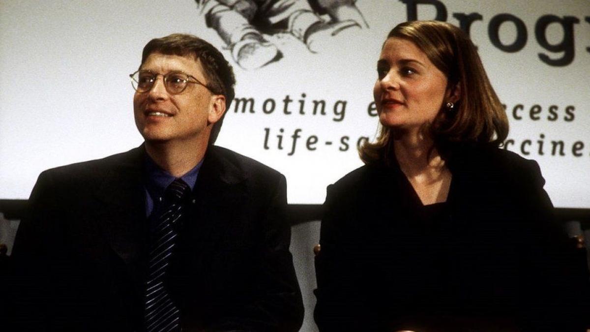 Vào năm 1998, Bill Gates và vợ đã trao tặng tấm séc trị giá 100 triệu USD choChương trình Công nghệ trong Y tế (PATH),một tổ chức phi lợi nhuận về sức khỏe toàn cầu.