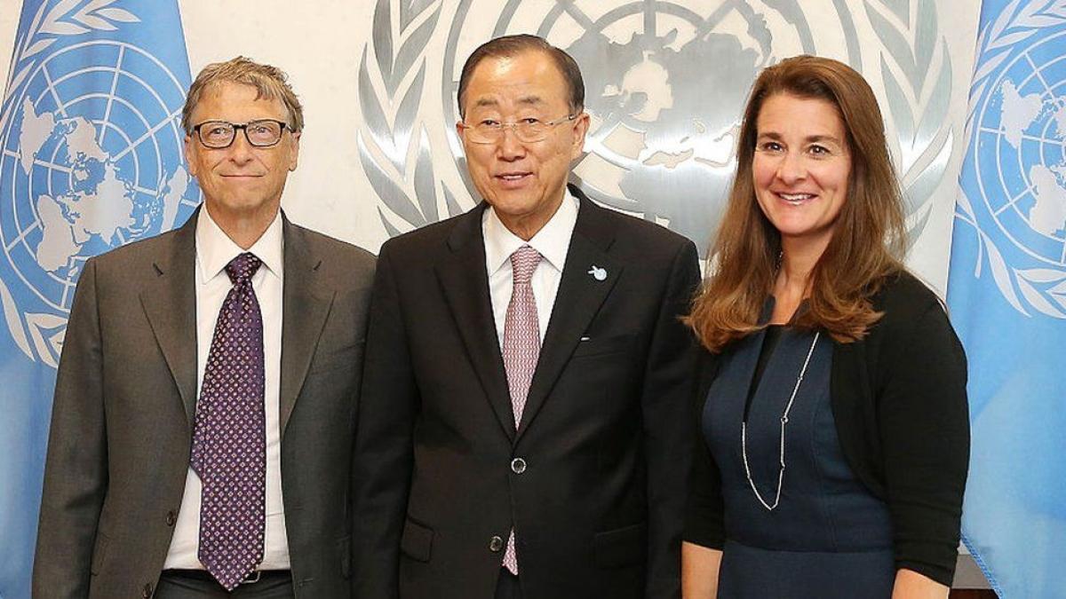Ông Bill và bà Melinda gặp cựu Tổng thư ký Liên Hợp Quốc Ban Ki-moon vào năm 2015.