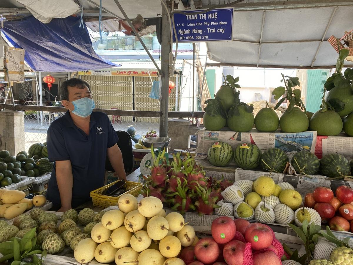Ông Đặng Ngọc Tôn, tiểu thương chợ Phước Mỹ buôn bán trở lại, bày tỏ tin tưởng cách chống dịch của thành phố