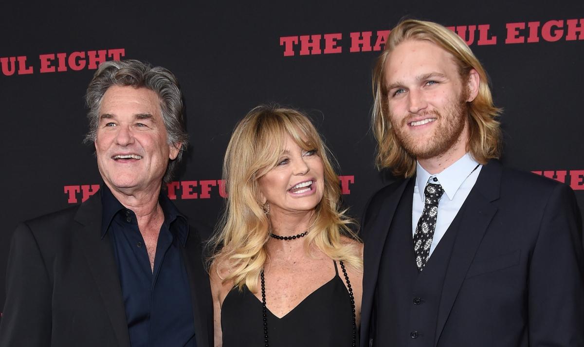 Wyatt Russell cùng bố mẹKurt Russell và Goldie Hawn.
