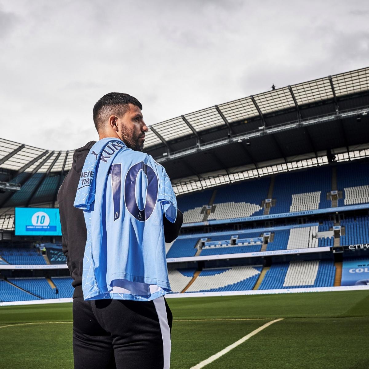 Aguero ngồi dự bị trong trận cuối cùng trên sân Etihad trước khi chia tay Man City. (Ảnh: MCFC)