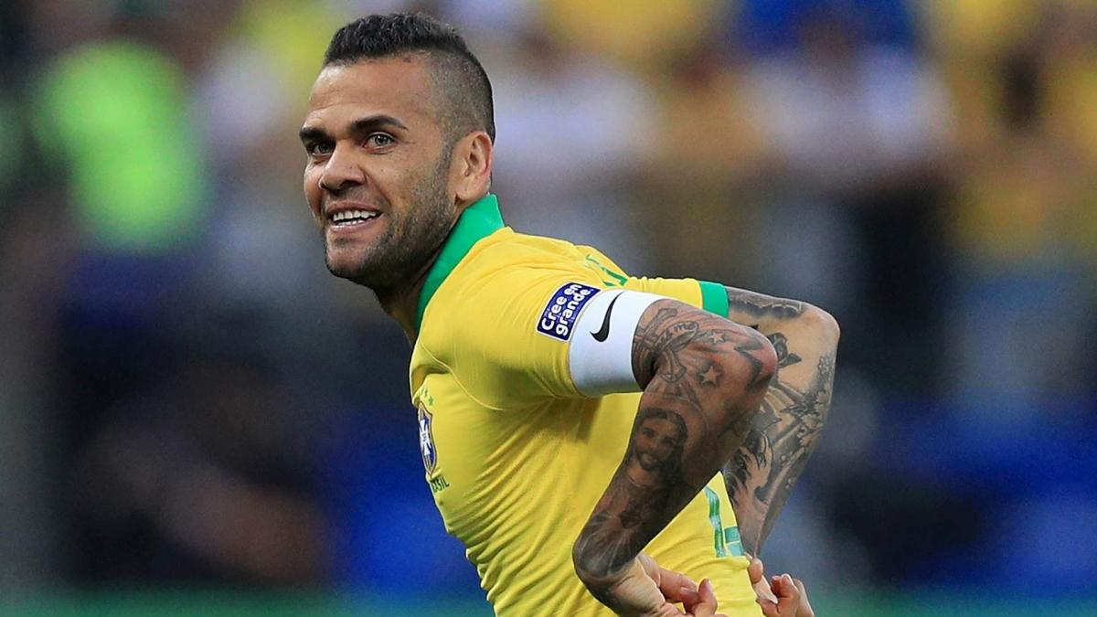 Dani Alves (38 tuổi), trở lại đội hình ĐT Brazil sau hơn 1 năm vắng mặt. (Ảnh: Getty).