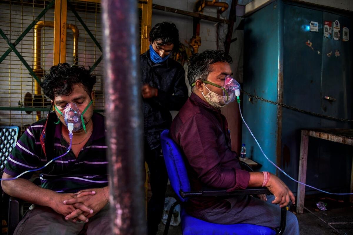 Ấn Độ, nước xuất khẩu vaccine hàng đầu thế giới, cũng đang chật vật vì thiếu vaccine ngừa Covid-19 giữa làn sóng dịch bệnh thứ 2. Ảnh: New York Times.