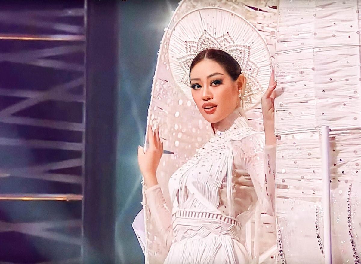 """Hoa hậu Khánh Vân với trang phục dân tộc """"Kén em""""."""