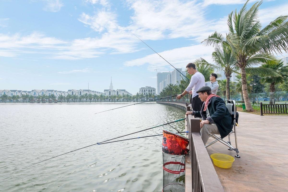 Câu cá tại hồ Ngọc Trai là hoạt động yêu thích vào buổi chiều của cư dân Vinhomes Ocean Park