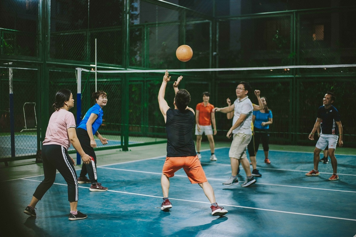 Các câu lạc bộ chơi cờ, bóng chuyền, yoga... tại Vinhomes Ocean Park hoạt động sôi nổi mỗi chiều, với hàng chục thành viên, trong đó bao gồm các cư dân lớn tuổi