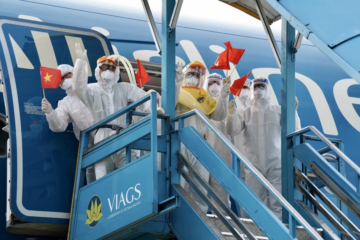 Vietnam Airlines sẽ cấp vé máy bay miễn phí cho hành khách là bác sĩ, nhân sự do Bộ Y tế, CDC các tỉnh thành, bệnh viện cử đi tham gia phòng chống dịch tại Bắc Ninh và Bắc Giang.