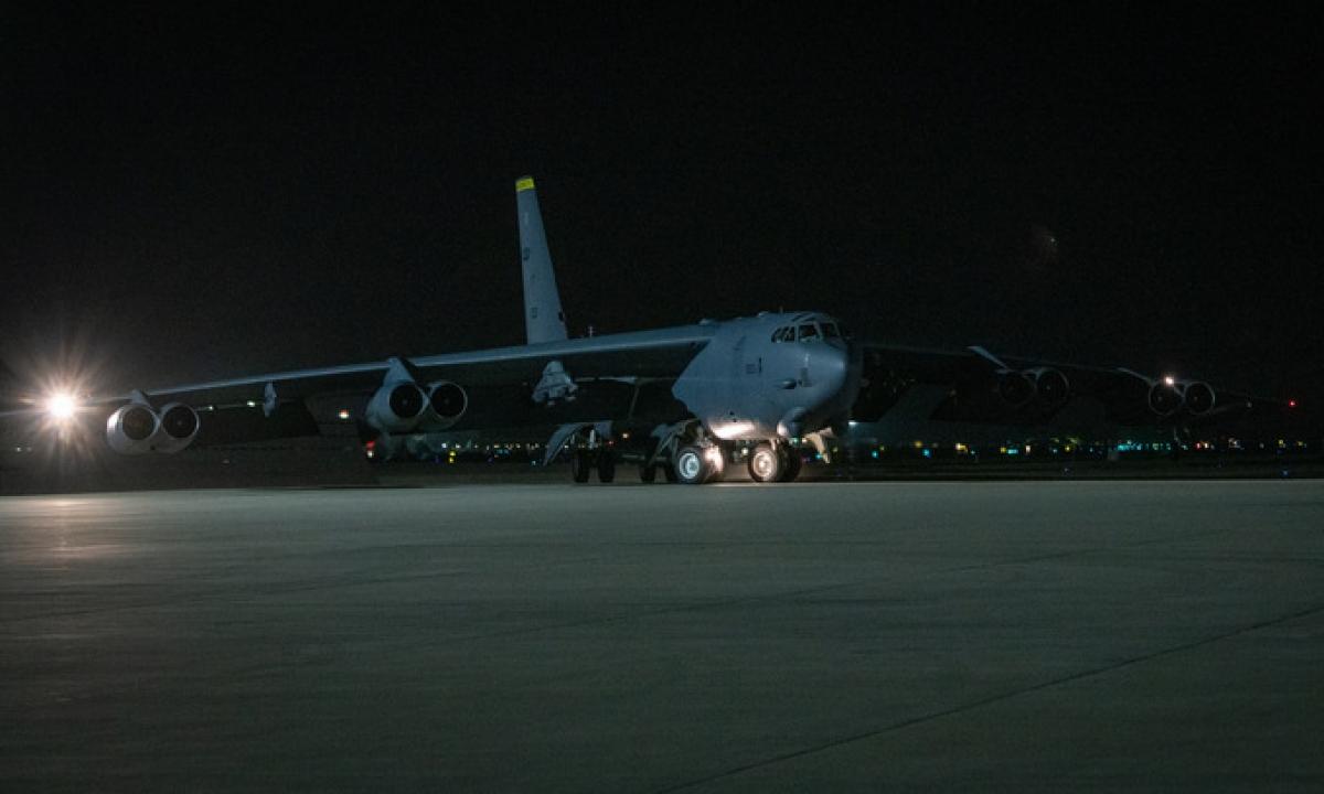 Máy bay B-52 Mỹ triển khai ở Qatar hôm 4/5. Ảnh: USAF.