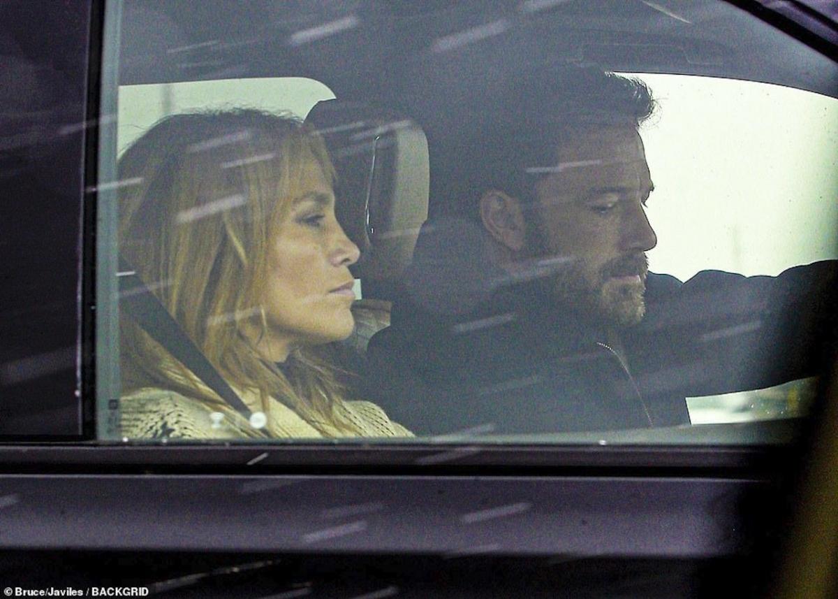"""Cách đây không lâu, Ben Affleck đi nghỉ dưỡng cùng """"tình cũ"""" - Jennifer Lopez sau khi cô hủy hôn bạn trai Alex."""