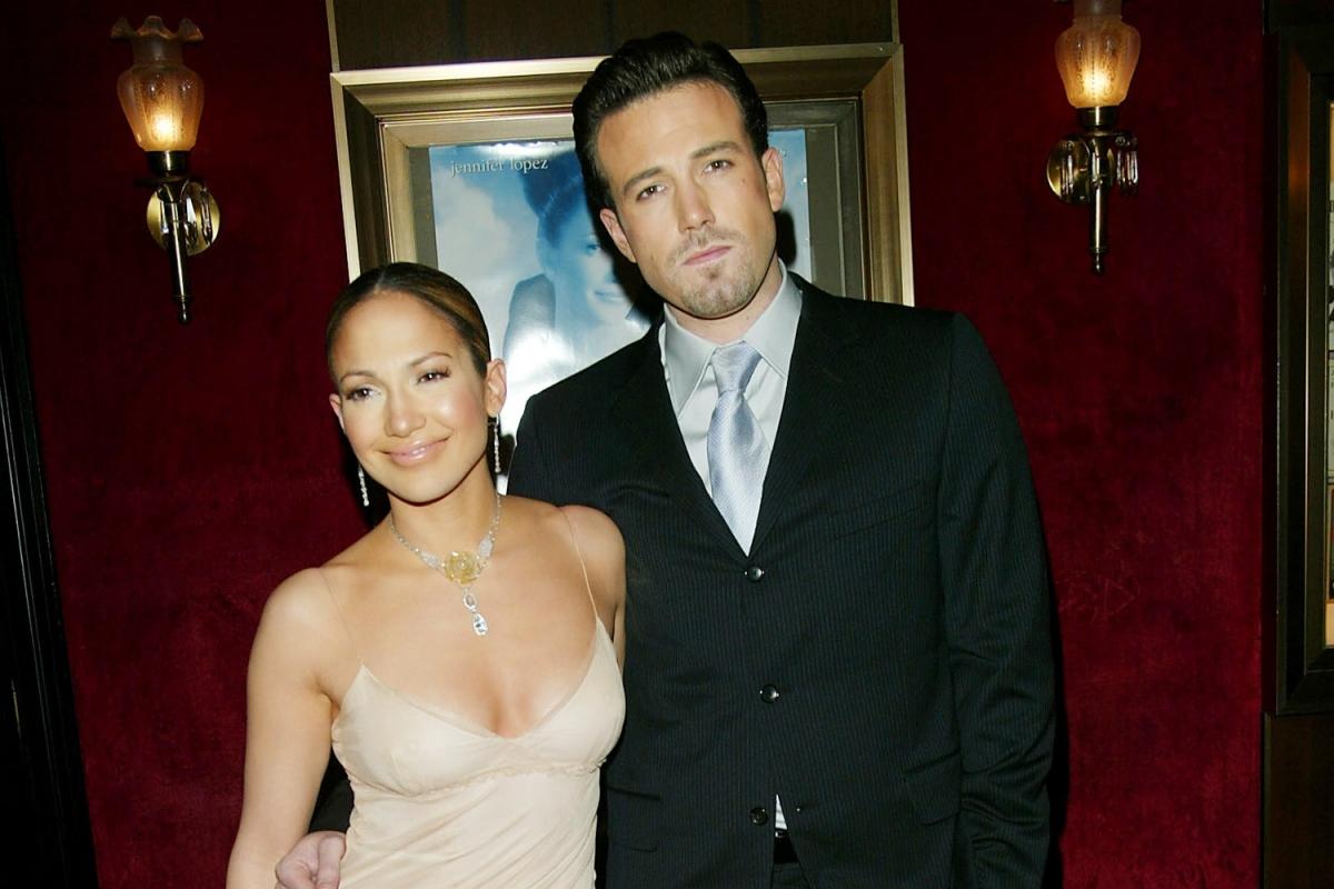 """Nguồn tin thân cận tiết lộ với People: """"Jennifer đã có khoảng thời gian tuyệt vời bên cạnh Ben. Cô ấy hạnh phúc khi được ở gần nam diễn viên và thích khoảng thời gian tuyệt vời ấy""""./."""