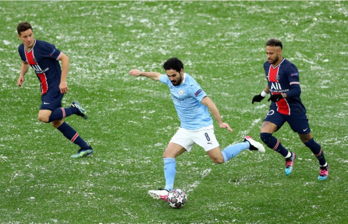 """Sau bàn thua, PSG dâng cao đội hình với tâm thế không còn gì để mất. Những cú dứt điểm của Marquinhos hay Hererra ít nhiều cũng khiến Man City """"giật mình""""."""