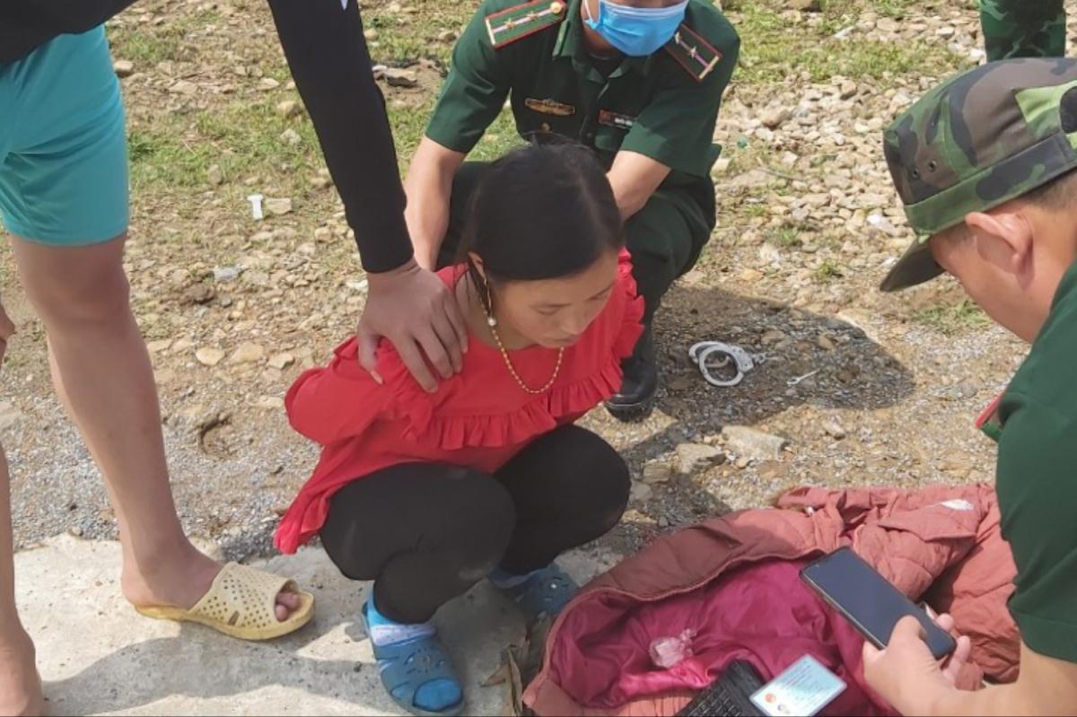 Bắt con nghiện găm ma túy để bán lẻ trên biên giới Y Tý (Lào Cai).