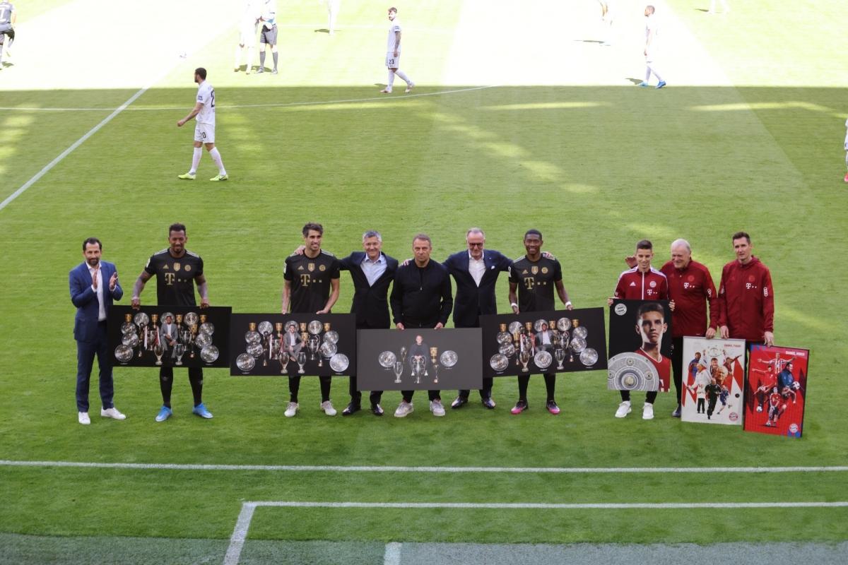 Bayern Munich tri ân các công thần. (Ảnh: Getty)