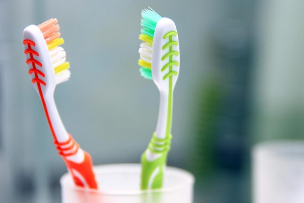 Bàn chải đánh răng: Để giữ vệ sinh khoang miệng, 3 tháng/lần bạn cần thay bàn chải đánh răng hoặc khi bạn thấy các sợi lông trên bàn chải không còn đứng thẳng.