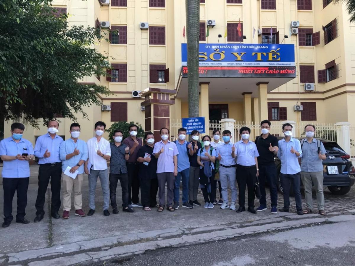 """Đội """"phản ứng nhanh"""" Bệnh viện Chợ Rẫy tại Sở Y tế Bắc Giang. (Ảnh: Ngọc Mai)"""