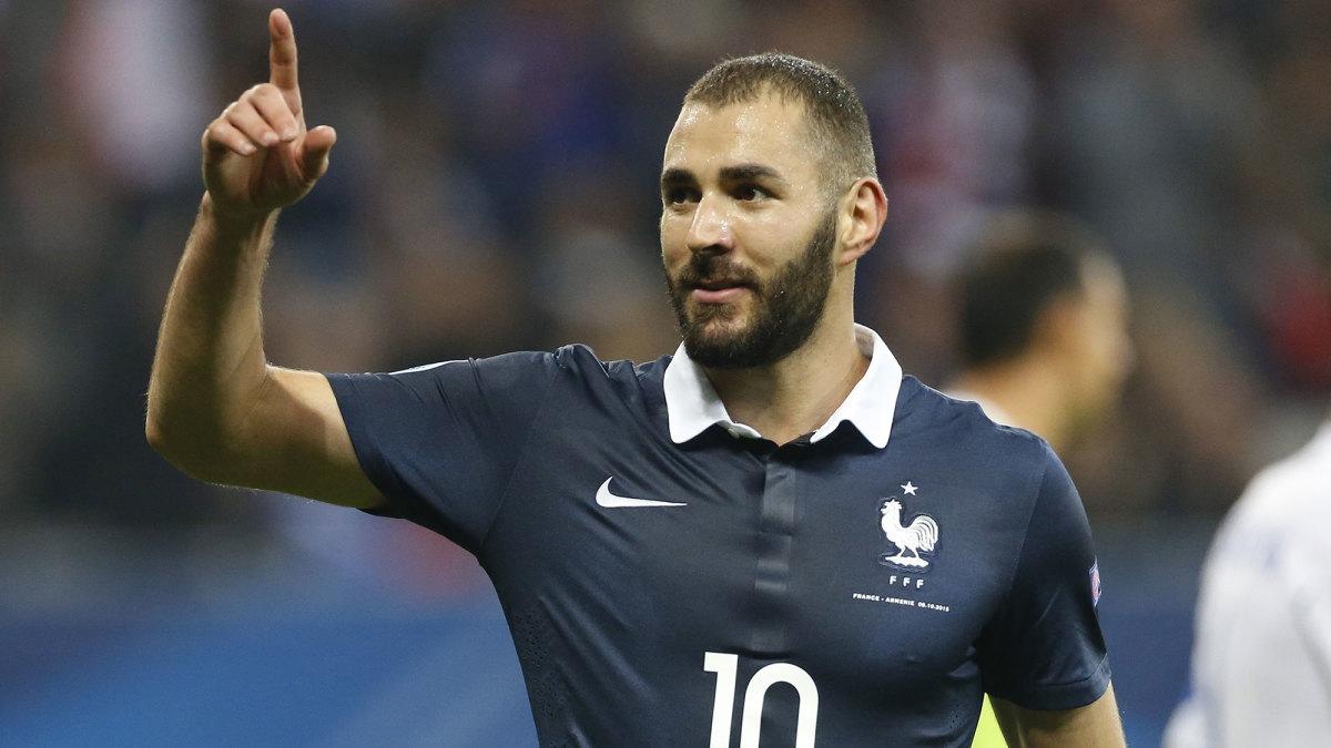 Doanh số áo đấu của ĐT Pháp tăng 2400% sau khi Karim Benzema trở lại. (Ảnh: Getty)