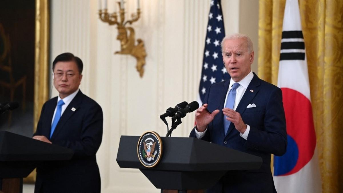 Tổng thống Joe Biden và Tổng thống Hàn Quốc Moon Jae-in tại Nhà Trắng. Ảnh: AFP.