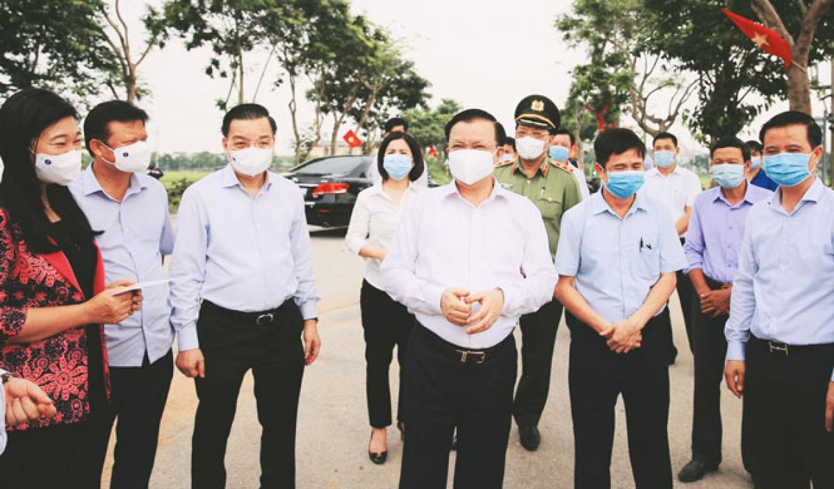 Bí thư Thành ủy Hà Nội Đinh Tiến Dũng kiểm tra công tác phòng, chống dịch