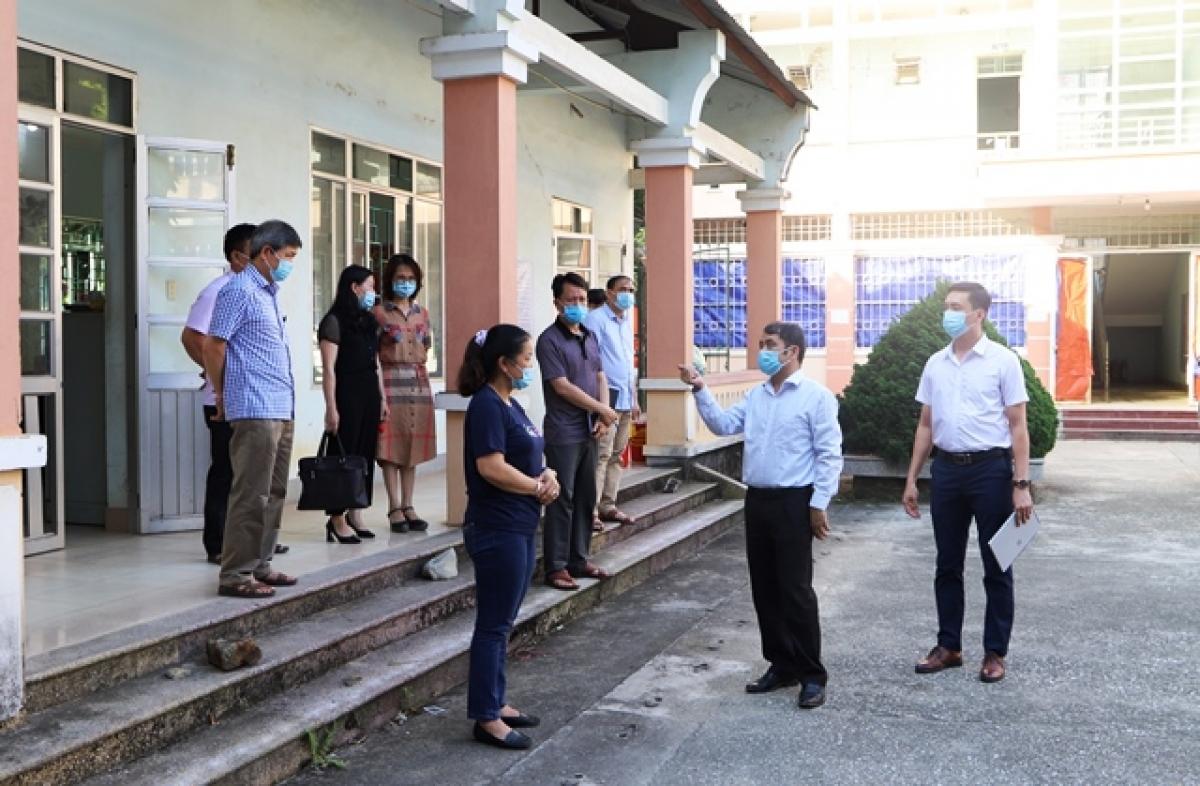 Ngày 8/5, lãnh đạo Sở Y tế Cao Bằng kiểm tra các khu vực cách ly tập trung, sẵn sàng điều kiện cơ sở vật chất để ứng phó các tình huống có thể xảy ra.