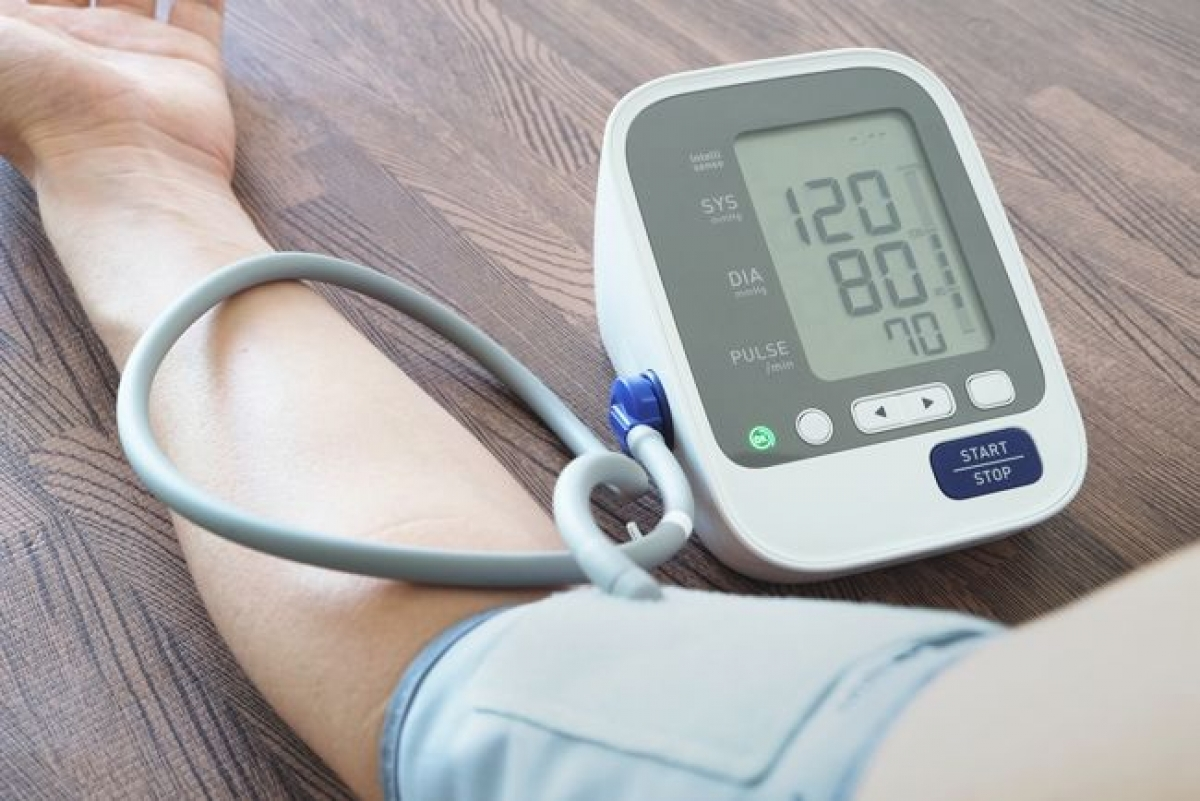 Cải thiện huyết áp: Một nghiên cứu năm 2015 đã tìm hiểu tác động của việc hiến máu từ 1-4 lần mỗi năm trên 292 người tham gia, mà một nửa trong số đó có huyết áp cao. Sau khi hiến máu, chuyên gia nhận thấy sự cải thiện đáng kể về huyết áp ở những người này.