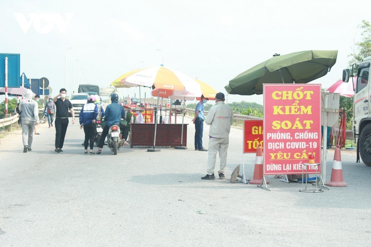 Chốt kiểm soát dịch ra vào huyện Thuận Thành.