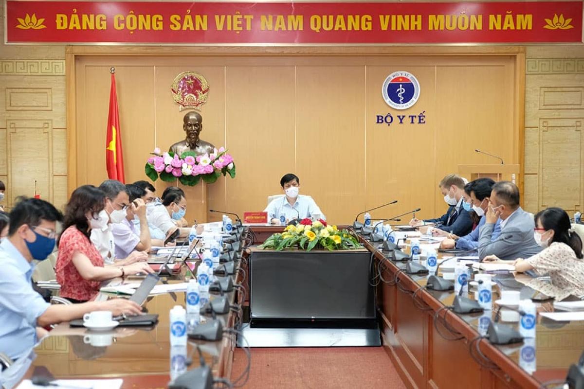 Quang cảnh cuộc họp với đại diện các đại sứ quán và các doanh nghiệp nước ngoài.