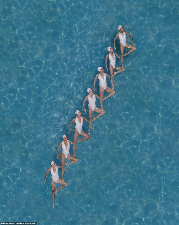 Nổi trên mặt nước và tạo dáng bậc thang. Ảnh: Brad Walls.