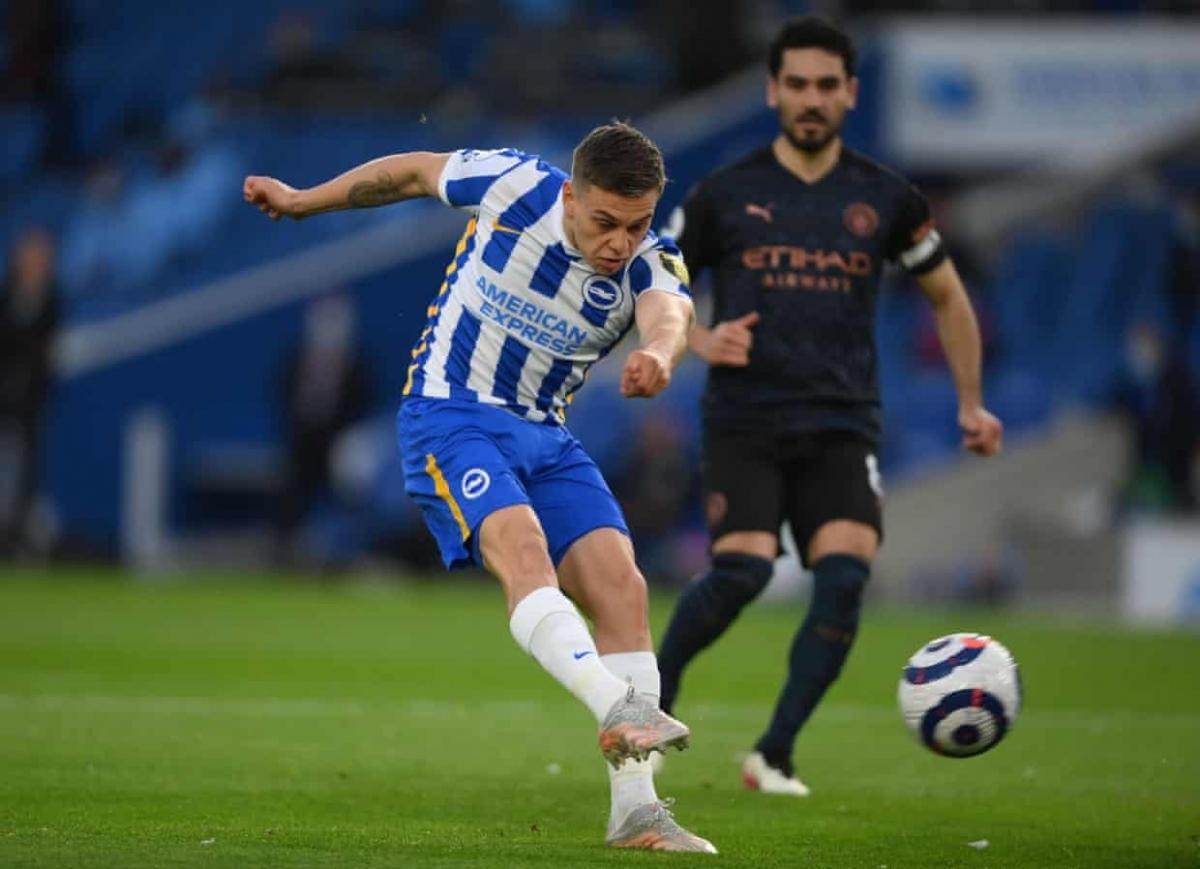 """Hy vọng của Brighton được thổi bùng lên chỉ 2 phút sau bàn thua, Leandro Trossard """"nhảy múa"""" trong vòng cấm rồi sút tung lưới Man City."""