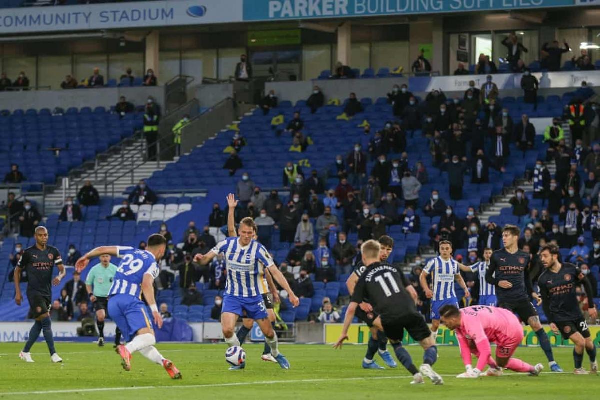 Màn lội ngược dòng của Brighton được hoàn tất ở phút 76, Dan Burn chọc thủng lưới Man City sau 2 nỗ lực dứt điểm liên tiếp trong tình huống hỗn loạn trước khung thành.