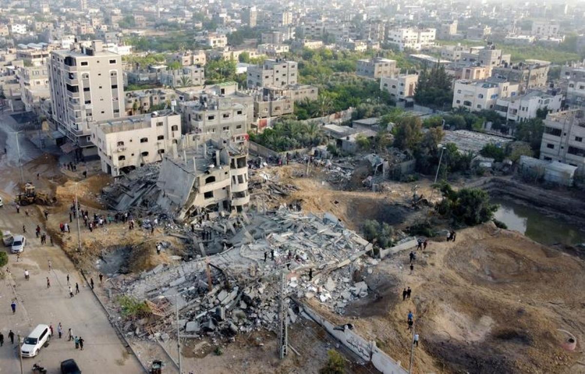 Các tòa nhà bị phá hủy khi Israel không kích vào Dải Gaza. Ảnh: Reuters