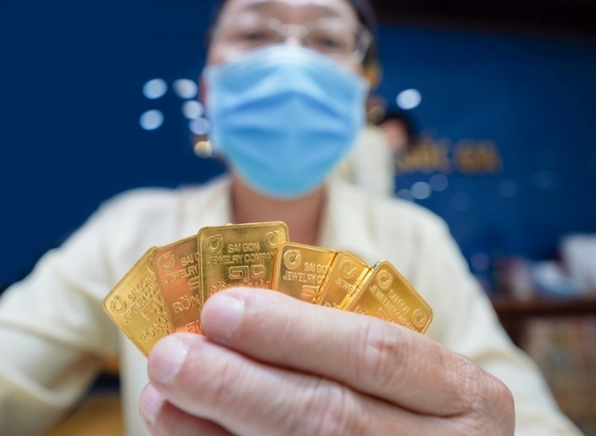 Giá vàng thế giớiđang có xu hướng tăng nhanh hơn so với giá vàng trong nước. Ảnh: Chí Hùng.