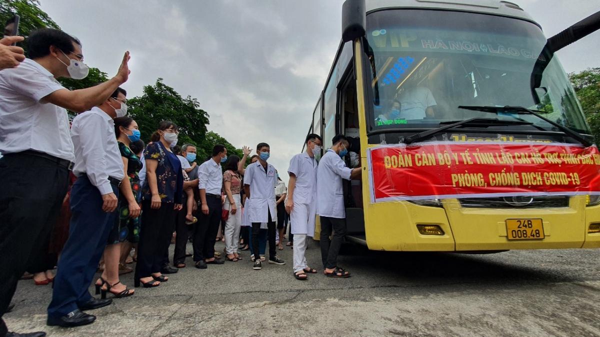"""30 y, bác sĩ tỉnh Lào Cai lên đường chi viện cho """" tâm dịch"""" Bắc Giang"""