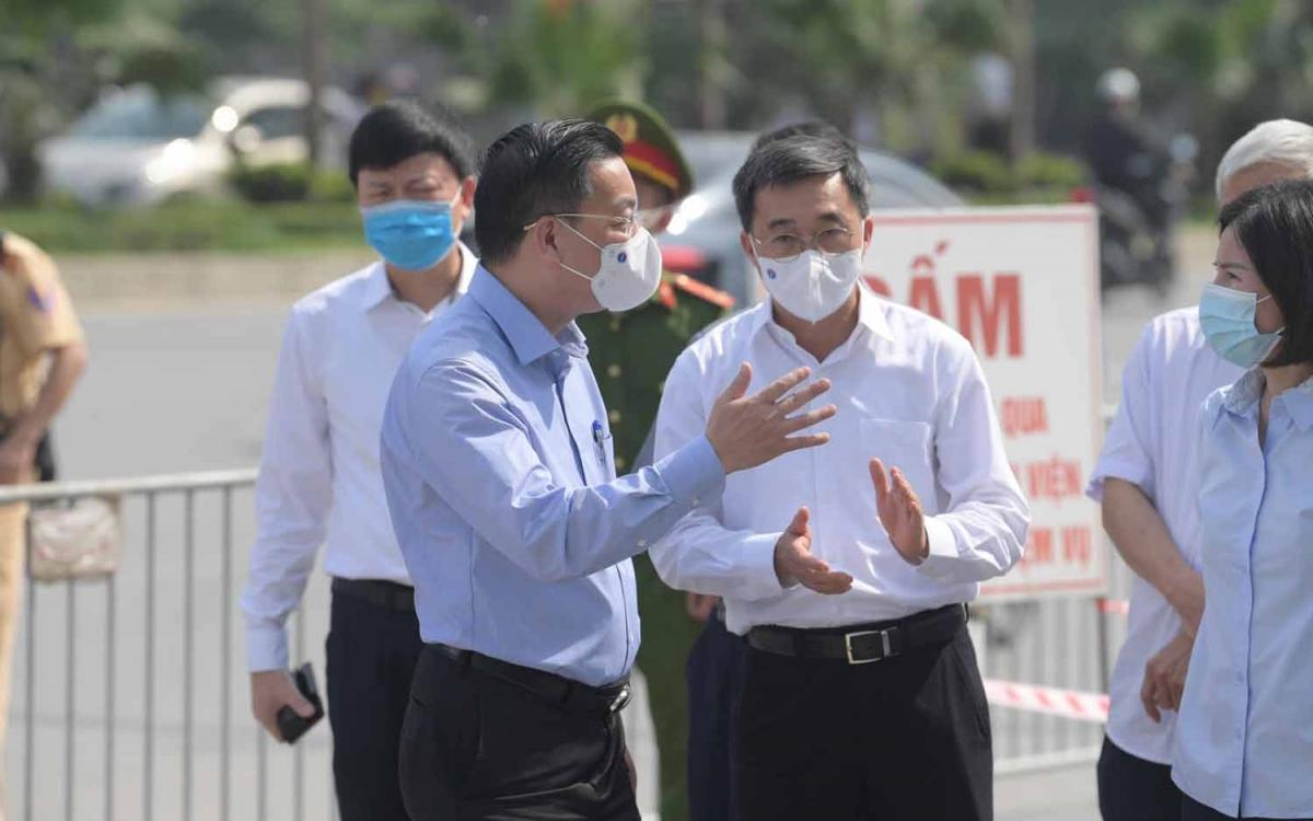 Chủ tịch UBND thành phố Hà Nội Chu Ngọc Anh trực tiếp kiểm tra việc thực hiện phong toả Bệnh viện K tại cơ sở Tân Triều và cơ sở Tam Hiệp.